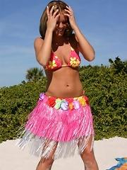 hula teen shakes her can
